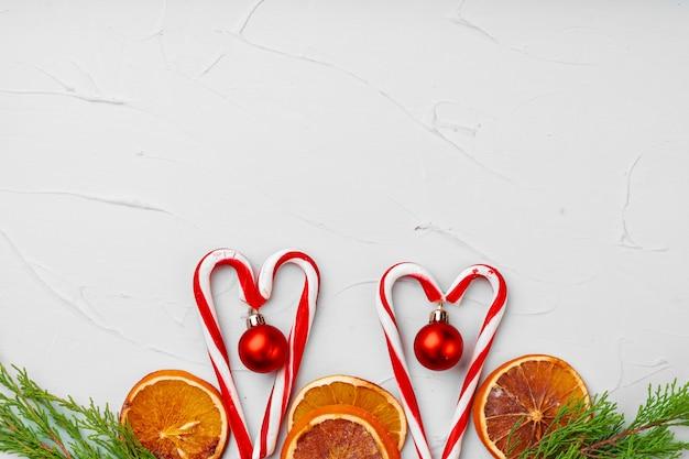 Weihnachtskartenhintergrund mit zuckerstange