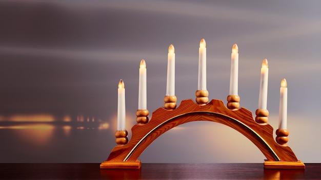 Weihnachtskerzen mit kerzenständer auf der fensterbank lichter und dekoration für die adventszeit