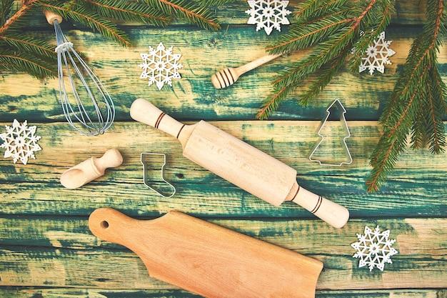 Weihnachtskochen oder backen mit küchenutensilien