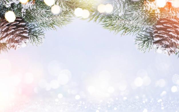 Weihnachtskomposition. weihnachtshintergrund mit festlicher dekoration. frohe weihnachten und ein glückliches neues jahr.