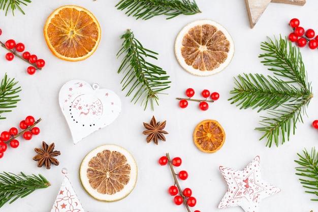 Weihnachtskomposition. zapfendekorationen. weihnachts-, winter-, neujahrskonzept.