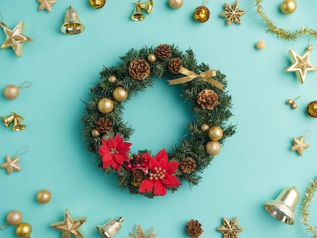 Weihnachtskranz und dekoration