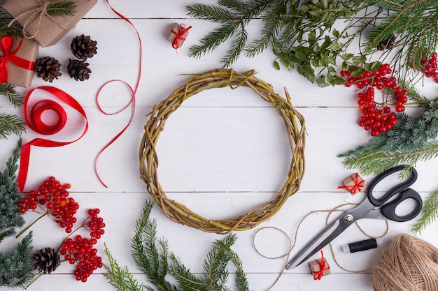 Weihnachtskranz von blaubeerzweigen
