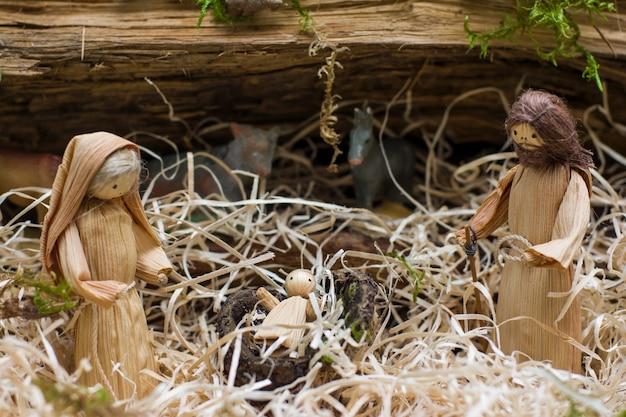Weihnachtskrippe mit josef maria und dem kleinen jesus