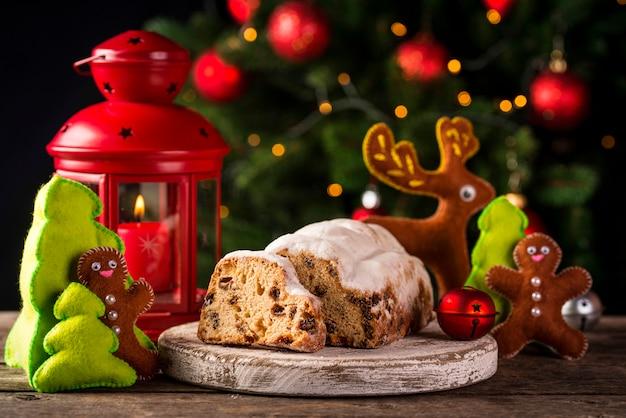 Weihnachtskuchen stollen mit trockenfrüchten