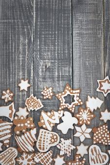 Weihnachtslebkuchen auf dem holz