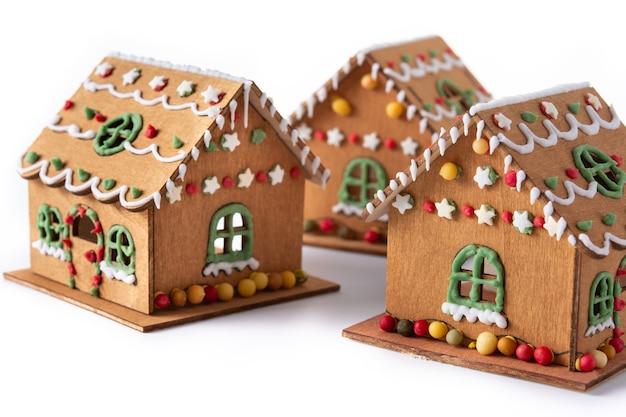 Weihnachtslebkuchenhaus isoliert auf weißem hintergrund