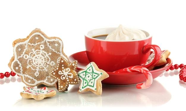 Weihnachtsleckereien mit tasse kaffee isoliert auf weiß