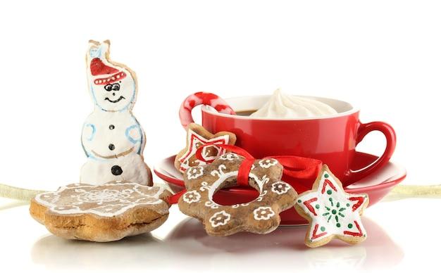 Weihnachtsleckereien mit tasse kaffee lokalisiert auf weiß