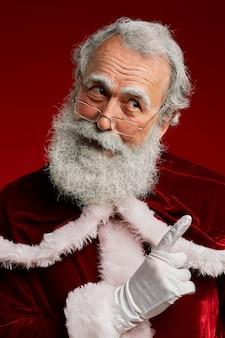 Weihnachtsmann, der finger schüttelt