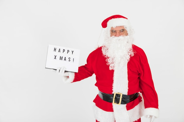 Weihnachtsmann, der grußbrett hält
