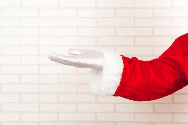 Weihnachtsmann, der leere hand darstellt