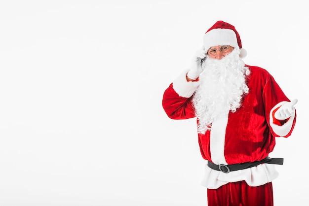 Weihnachtsmann, der telefonisch spricht