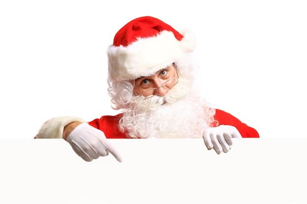 Weihnachtsmann hält banner mit platz für ihren text