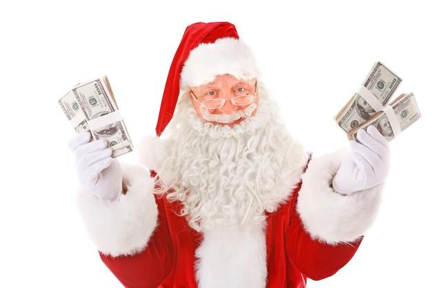 Weihnachtsmann hält geld auf weißem hintergrund