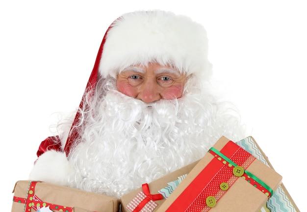 Weihnachtsmann hält geschenkboxen isoliert