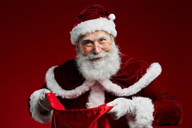Weihnachtsmann hält sack