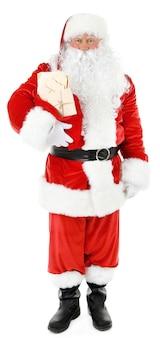 Weihnachtsmann hält tasche mit buchstaben isoliert auf weiß