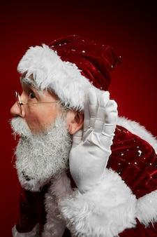 Weihnachtsmann hört geheimnisse