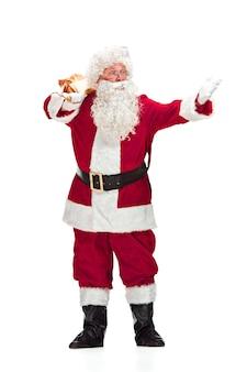 Weihnachtsmann im roten kostüm lokalisiert auf weiß