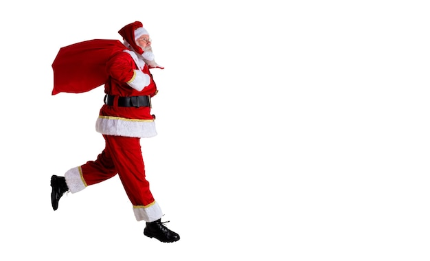 Weihnachtsmann läuft auf weißem hintergrund