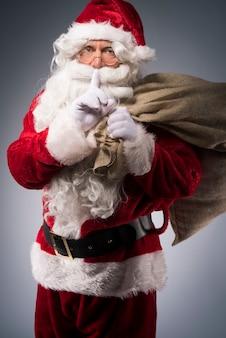 Weihnachtsmann mit geschenksack