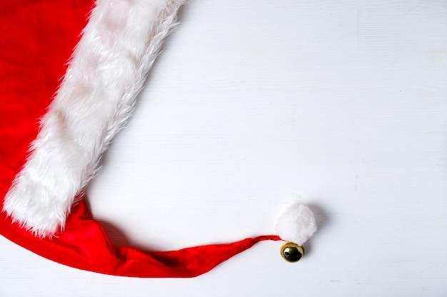 Weihnachtsmann roten hut mit quaste und glocke
