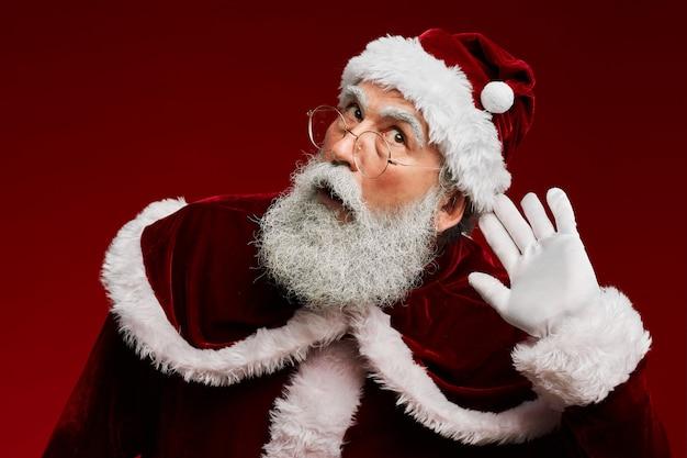 Weihnachtsmann versucht zu hören