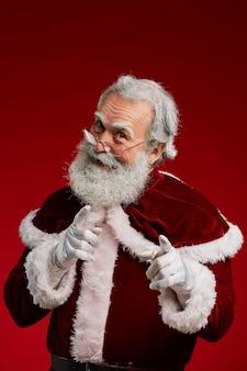 Weihnachtsmann zeigt daumen hoch