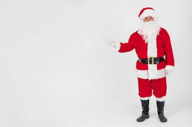 Weihnachtsmann zeigt leere hand