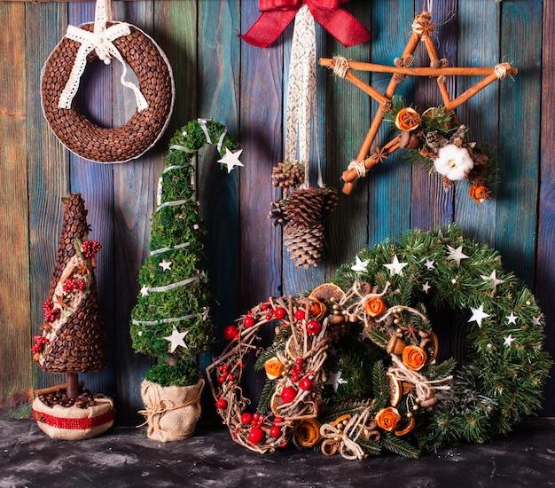 Weihnachtsmarkt, große auswahl an handgemachten gemütlichen dekorationen