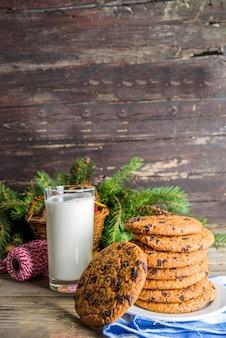 Weihnachtsmilch und kekse für den weihnachtsmann