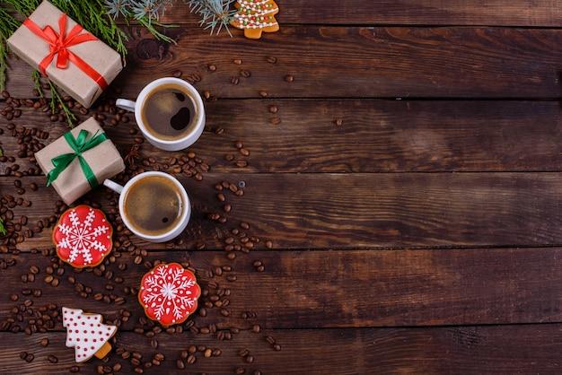 Weihnachtsmorgen mit duftendem kaffee