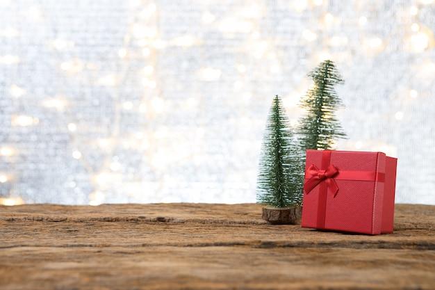 Weihnachtsneues jahr mit geschenkgeschenk-kieferhintergrund