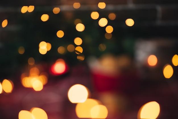 Weihnachtsplätzchen und kerzen weihnachtsbaum und lichter