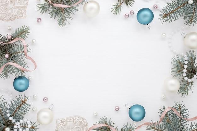 Weihnachtsrahmen der grünen äste
