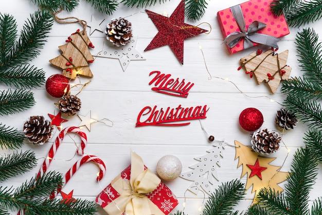 Weihnachtsrahmen mit süßigkeiten und spielzeug