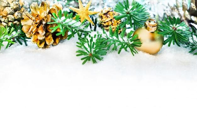 Weihnachtsrand im grün und im gold