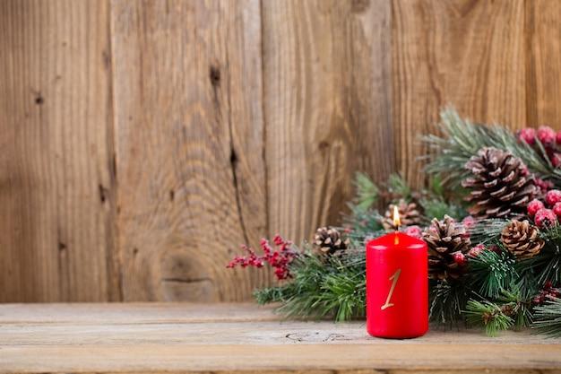 Weihnachtsschmuck auf dem tisch