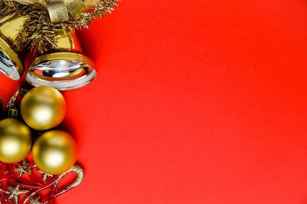 Weihnachtsschmuck, lametta und glocken