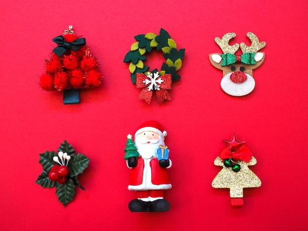 Weihnachtsschmuck mit traditionellen ornamenten