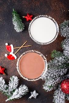 Weihnachtsschokoladenschneeflocke-martini-cocktail