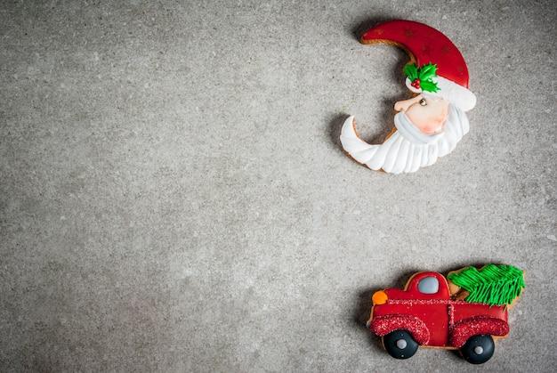 Weihnachtsselbst gemachte bunte lebkuchenplätzchen. draufsicht, exemplar