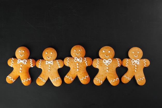 Weihnachtsselbst gemachte lebkuchenmannplätzchen