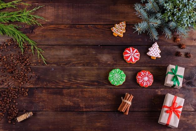 Weihnachtsselbst gemachte lebkuchenplätzchen und -geschenke