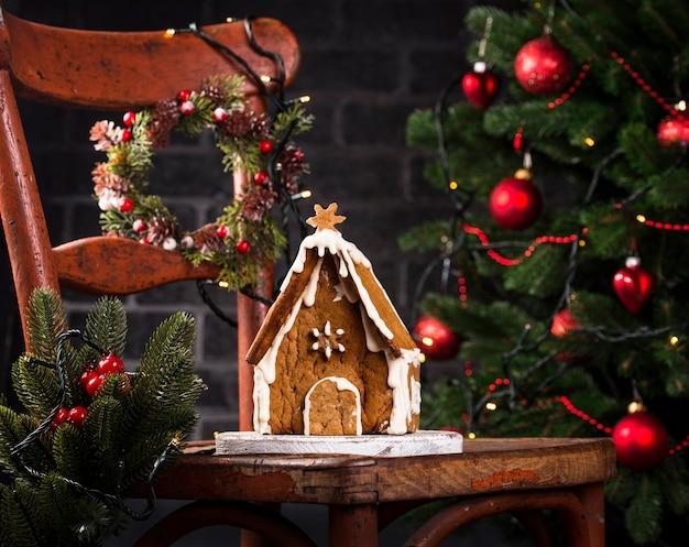 Weihnachtsselbst gemachtes lebkuchenplätzchenhaus