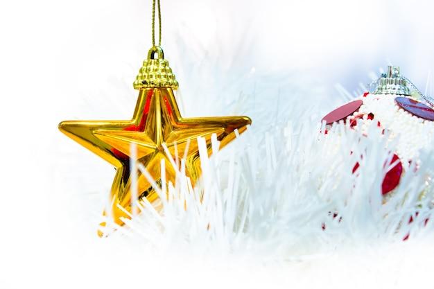 Weihnachtsstern und ball