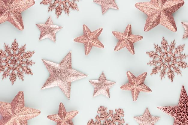 Weihnachtssterndekoration. weihnachtsstern auf blauem hintergrund.