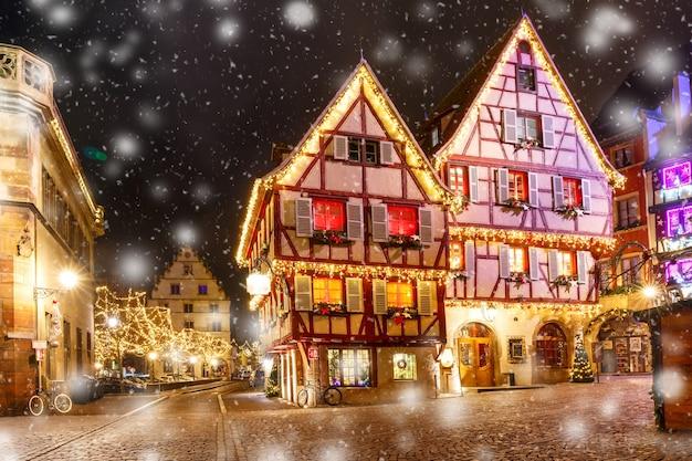 Weihnachtsstraße in colmar, frankreich