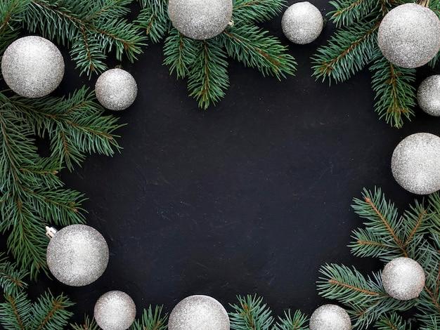 Weihnachtstannenzweig mit kopierraum